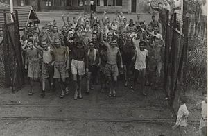 300px-allied_prisoners_of_war_after_the_liberation_of_changi_prison,_singapore_-_c._1945_-_02