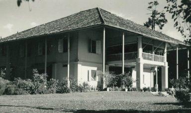 colonialblackandwhitehouse